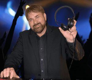 DJ maikel aus kiel mit Kopfhörer